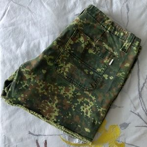 Cute camouflage shorts 🌿